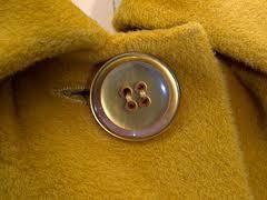 Как почистить пальто в домашних условиях от запаха
