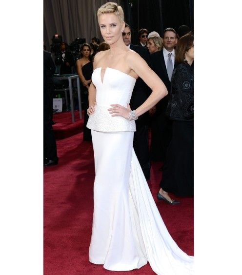 charlize theron looked stunning in all white dior at the oscars 2013