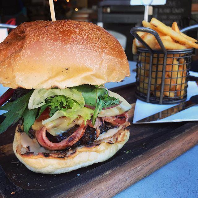 hamburger for breakfast😋 . . #hamburger#beef#burger#bun#bacon#vegetables#cheese#friedpotato#chips#frenchfries#fried#junkfood#breakfast#heav#meal#yum#delicious#instagood#ハンバーガー#肉#バーガー#ベーコン#ポテト#高カロリー#食べ物#海外#チーズ#おいしい#朝ごはん#ジャンクフード