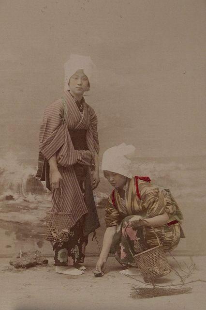 Gathering Shells On The Seashore Artist: Kusakabe Kimbei Artist Bio: Japanese, 1841 - 1934 Creation Date: c. 1890s