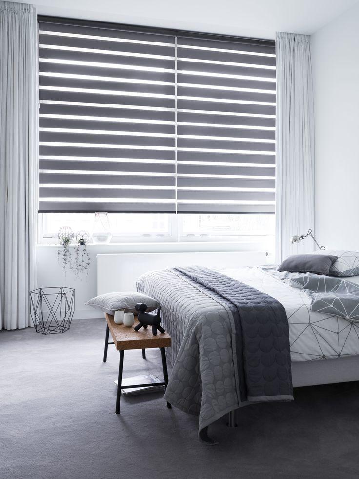 We hebben deze mooie donkergrijze verduisterende stof toegevoegd aan onze collectie #duorolgordijnen! #bece #raamdecoratie #verduistering.