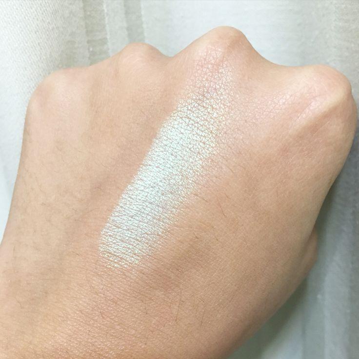 @nyxcosmetic prismatic eyeshadow in mermaid