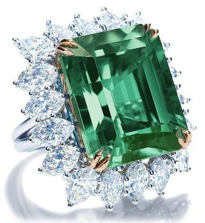 Handcrafted ring. #green #jewelry #diamonds #rings