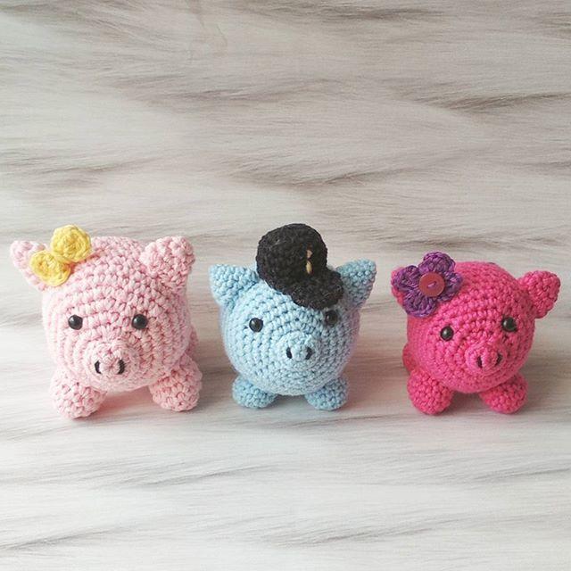Cerditos de ganchillo E aquí otra familia de cerditos!! Espero vuestras fotos todos juntos!!!@saigui   #crocheteandoconangie  #handmade  #crocheting #crocheter #crocheted #artoftheday #hechoamano #crocheteveryday #crochetadict  #ganchillo #ganchillocreativo #craft #crafty #coser #hazlotumismo #doityourself #tejer #tejido #diy #yarn#crochetlife #craftersforinstagram #crafter #art #igers  #woolandthegang #shareyourknits #crochetlove #boho #knit