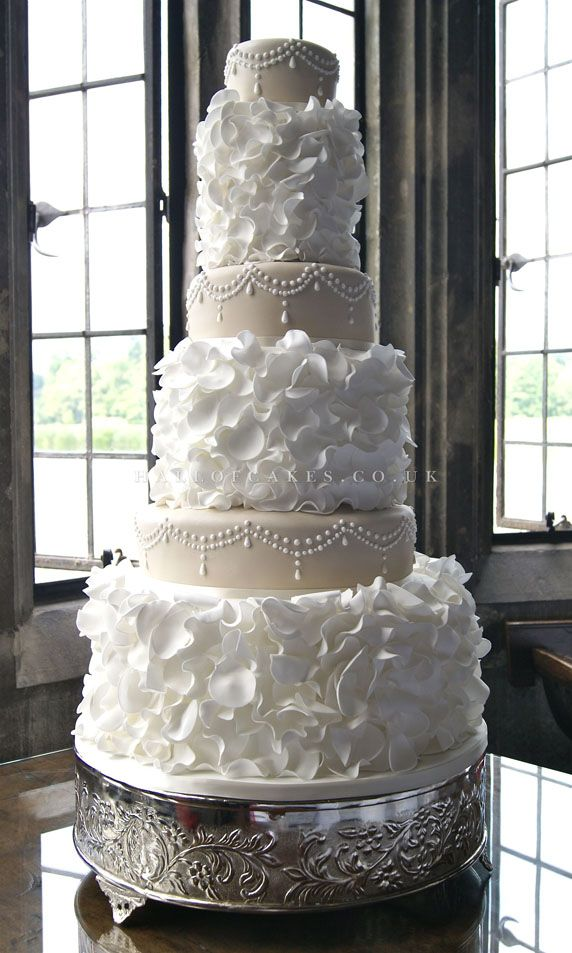 white ruffle wedding cake 1000 ideas about wedding cakes pictures on 27317