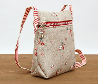 http://www.handmadiya.com/2016/02/kid-sized-messenger-bag.html