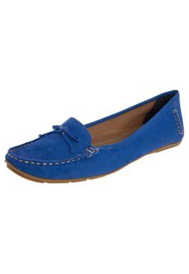 Mocassim Bottero Laço azul, confeccionado em couro. Conta com laço decorativo. Forro em material têxtil, palmilha macia e solado de borracha.