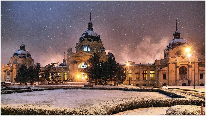 Winter at the Széchenyi Thermal Bath in #Budapest, #Hungary