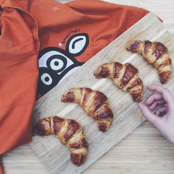 🥐Pour ceux qui rêvent de croissants chauds pour le petit déjeuner de demain, il est encore temps de les préparer ;) Toutes les étapes sur notre site, par ici : http://www.micheletaugustin.com/cappatissier/cours_2014-2015/cours16.php #croissant #patisserie #petitdejeuner #food #homemade #pastry #cap #cappatissier