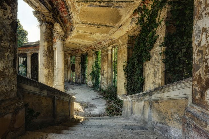crumbled power - captured in the abandoned Therme del Coralle. (2015)