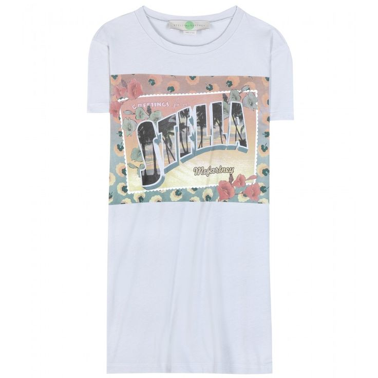 """Stella McCartney - T-shirt en coton imprimé Stella Greetings - Avec ce t-shirt en coton issu de sa collection Croisière, la créatrice britannique vous envoie une carte postale en provenance des îles. Sa nuance bleu pâle, ses fleurs tropicales et son imprimé """" Greetings from Stella McCartney """" vous donneront des envies de soleil et d'évasion. seen @ www.mytheresa.com"""
