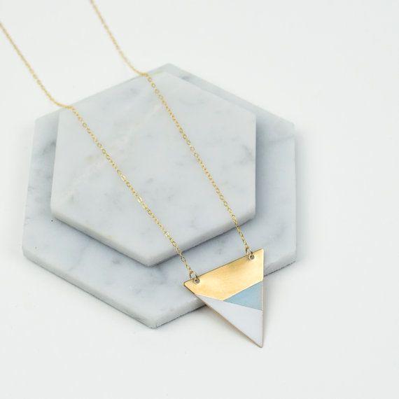 Metalen driehoek ketting blauw  wit  brons  moderne door FawnAndRose