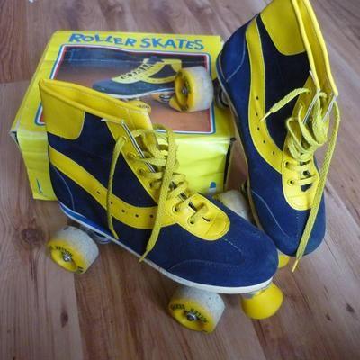Rollerskates, blauw met geel, ik kreeg ze van de sint......oh wat was ik blij