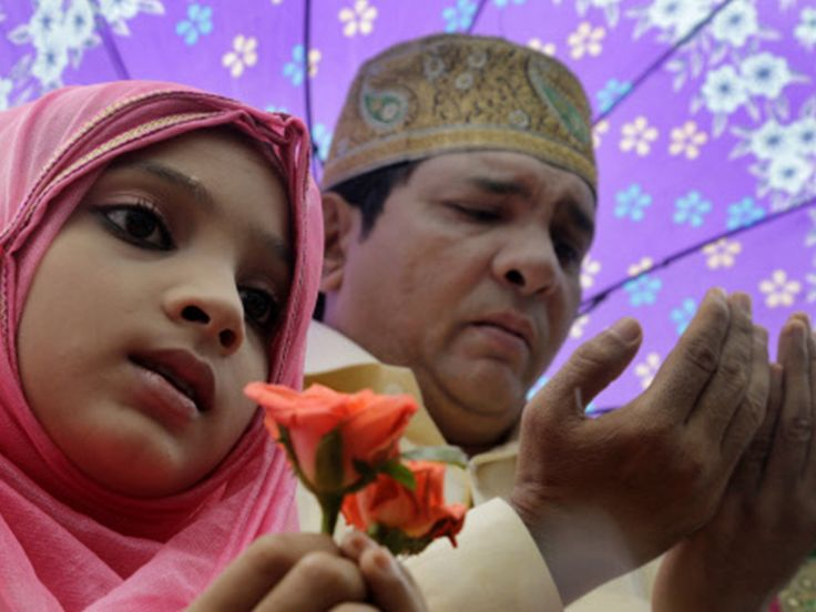 A girl holds roses as she offers Eid-ul-Fitr prayers with his father on the road outside a Mosque in Mumbai (AP image)    Muslims offering prayers at Idgah maidan in Mumbai (TOI image)     Muslim community members in large number gathered at Idgah maidan to participate in the mass prayer at Chamarajpet to celebrate Eid-ul-Fitr festival to mark the end of Ramzan fasting month in Bengaluru (TOI image)     Eid special sand art in Puri    Get latest news & live updates on the go on your pc with…