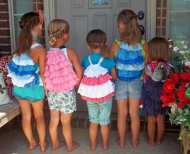 Ruffled cinch bag (mini) tutorial. These are precious! Amy could make this in a flash :)