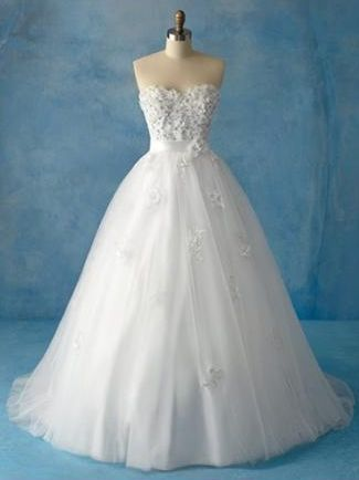 Alfred Angelo Disney Wedding Dress Snow White i do not just want this because its snow white. gorgeous
