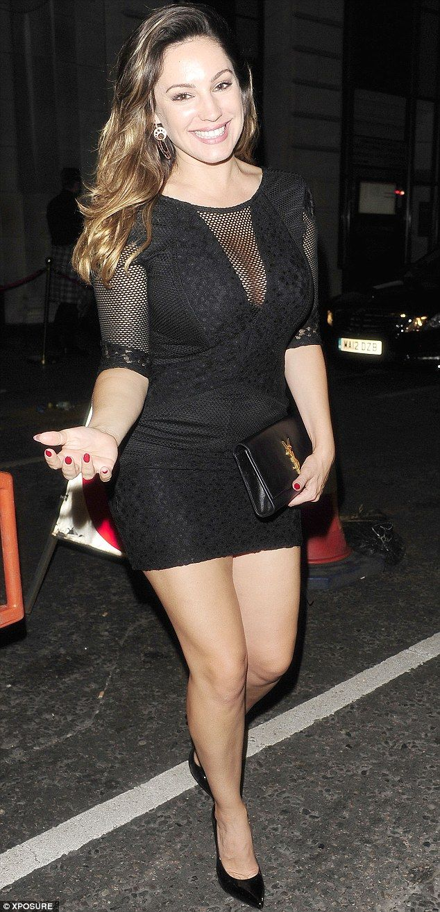 Kelly Brook dines out at her own restaurant with fiance David McIntosh #dailymail