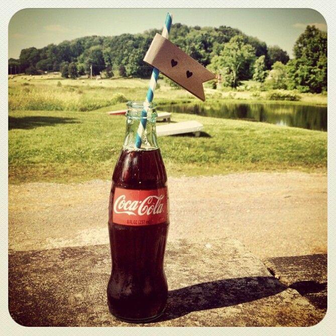 Coca cola wedding // paper straws wedding // DIY wedding // retro wedding @INDI Interiors Lopez :cute for drinkgs having glass bottles?