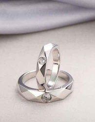 Cincin Kawin Kirana Model cincin kawin simple unik ini cocok banget dijadiin cincin kawin atau cincin tunangan lho.  cek spesifikasinya di: http://zlatasilver.com/cincin-kawin-kirana.html
