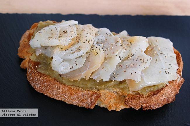 Receta de tosta de paté de berenjena con bacalao ahumado. Con fotos del paso a paso, consejos y sugerencias de degustación. Recetas de Semana...