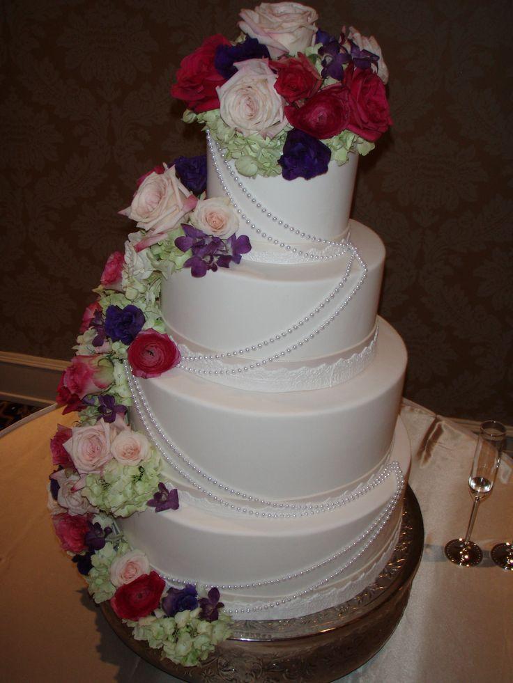 Vintage country wedding cake #weddingsattheroosevelt   #cakebydebbieheyd #cakesattherooseveltneworleans