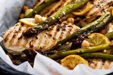 Lime chicken with chickpeas, asparagus and yoghurt mint sauce – Recipes – Bite