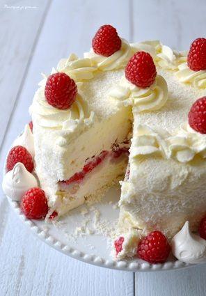 Gâteau glacé à la meringue, chantilly noix de coco, framboises & litchis