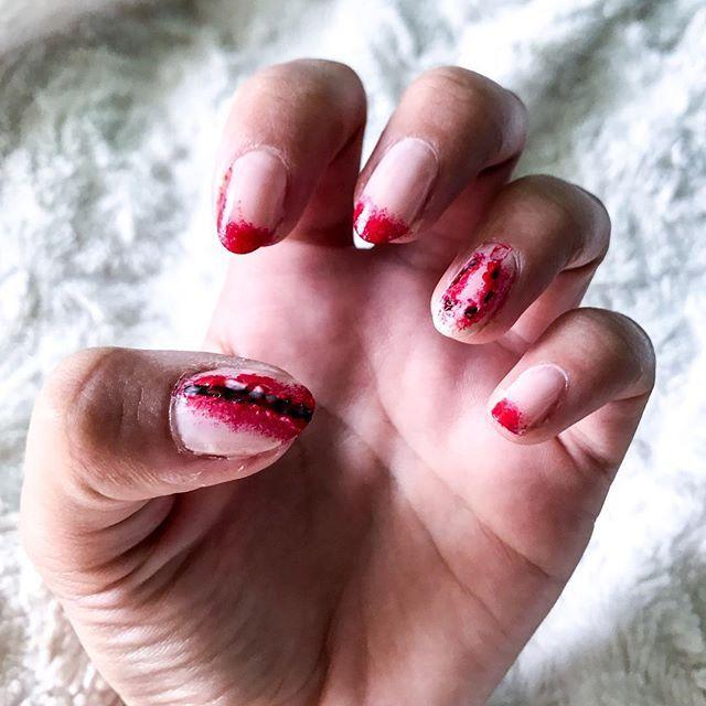Après le makeup 💀 on s'essaie au nail art Halloween 👹j'attend vos avis 🙈 . . . . . . #nails #nailsart #nailart #nailstagram #halloween