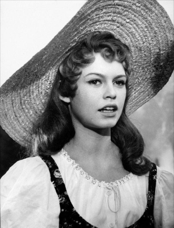 film 1954 - Haine amour et trahison - brigitte bardot: