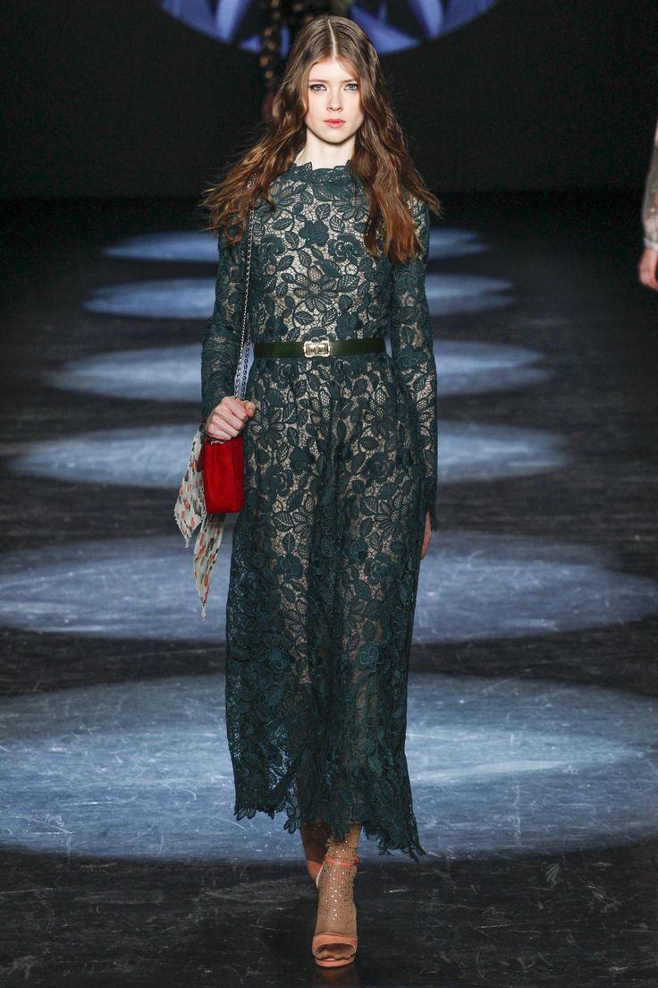 Monique Lhuillier Fall 2016 Ready-to-Wear Fashion Show