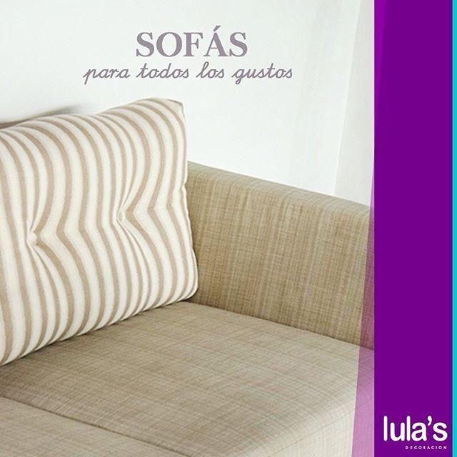 Un sofá como este es ideal para aquellos que se inclinan por las tendencias clásicas y tradicionales. Armoniza perfecto con objetos, jarrones y cojines de colores llamativos. Nuestra colección completa de sofás, para todos los gustos y adaptables a tus espacios en Patio Bonito, transversal 6 # 45 – 79, Medellín #LulasDecoración