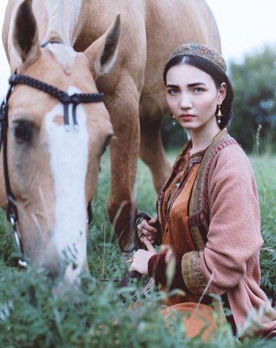 Tatar girl in folk costume (Source: Vkontakte)