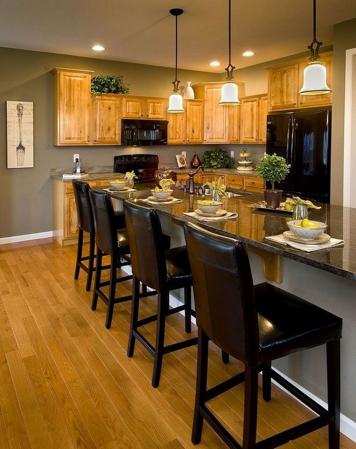 34 Lovely Kitchen Paint Colors Ideas With Oak Cabinet