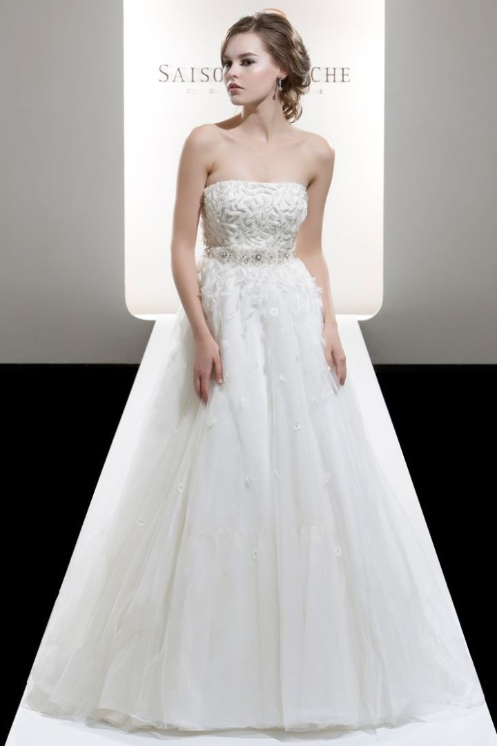 Saison Blanche Wedding Dresses with Graceful Elegance