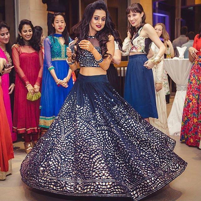 When the bride just looks like a dreamy princess on her reception though! 🙊💘🙈💍👸🏽👑🌌 She is gorgeous! 🙏🏼💫✨👰🏽 Attire gleaming! 💄💅🏼👗💋👠Bridal inspiration is life! ☀️😍🔥👌🏼🙌🏼💍 #asian #indian #gorgeous #beauty #stunner #fav #cuties #cuteness #reception #party #elegance #goals #perfection #gleaming #2017 #lengha #outfit #princess #punjabi #doll #gurdwara #traditional #lengha #bride #bridal #slaying #hindu #attire #indian_wedding_bliss #elite #wedding photography by…