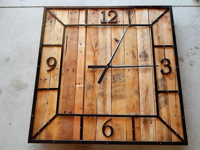 Here we present another adorable piece of art for your garden. This expensive looking, artistic pallet wood clock will look extremely classy with the dim light effect in the night.