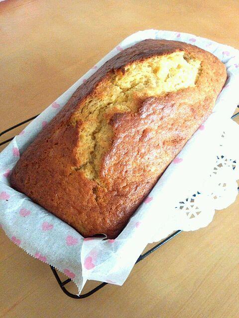 焼きたての良いにおいがしてます( ´艸`) - 15件のもぐもぐ - バナナパウンドケーキ♪ by erimeshi
