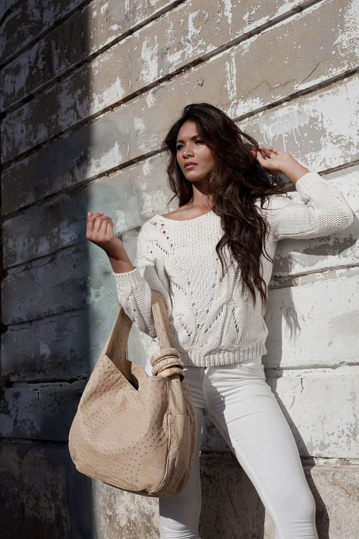 Beige Ostrich Leather Aurora Bag #jennifermiddletonbags #luxurydesignerbags www.jennifermiddletonbags.com