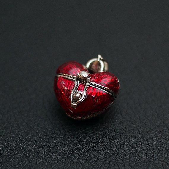 Heart Locket Pendant by BlackPearlRain on Etsy, $6.95