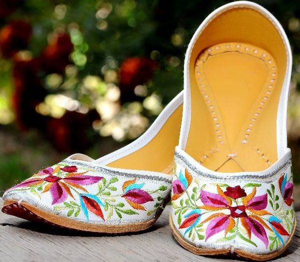 floral embroidered kashmiri jutti