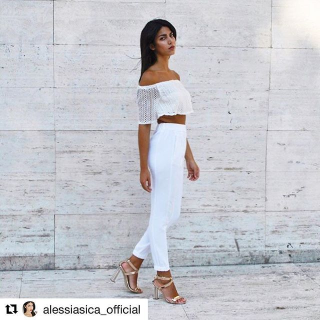 The beautiful Alessia goes all white wearing Comptoir des Cotonniers trousers…