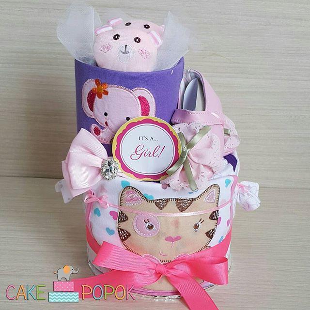 READY STOCK - Rp 270.000 SKK-044  Ingredients: - 1 psg sepatu pre walker - 2 jumper - 1 slabber - 1 headband - 1 psg kaos kaki boneka - Mamy poko tape size m - Bisa dikasih print nama baby (menggantikan tulisan it's a girl/boy) - Free greeting card - dibungkus tile cantik  WA: 087877252600 Line: @cakepopok (pakai @ ya)  #hadiahbayi #hadiahbayimurah #kadolucu #parcelbaby #parselbayi #parcelbayi #kadobayimurah #hadiahnewborn #kadonewborn #diapercake #cakepopok #jualbabyhampers #kadosebulanan…