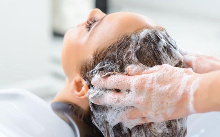 Waarom je niet iedere dag je haar moet wassen, daar zijn maar liefs 6 redenen voor! Je geverfde haar blijft veel langer mooi bijvoorbeeld, en het wordt minder vet..?