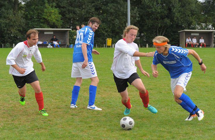 VV 't Zandt is het jubileumseizoen voortvarend begonnen. De eerste competitiewedstrijd tegen Rood Zwart Baflo 2 werd in Baflo met 0-6 gewonnen. Afgelopen weekeinde had men tegen KRC moeten spelen, maar de Kantens Rottum Combinatie wist niet genoeg spelers op de been te brengen. 't Zandt besloot tegen het derde team van Holwierde te gaan …