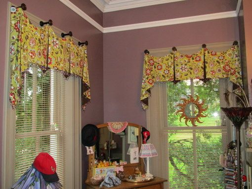Kitchen window valances ideas using hooks valance ideas casual elegant fabulous or funky - Kitchen valance ideas ...