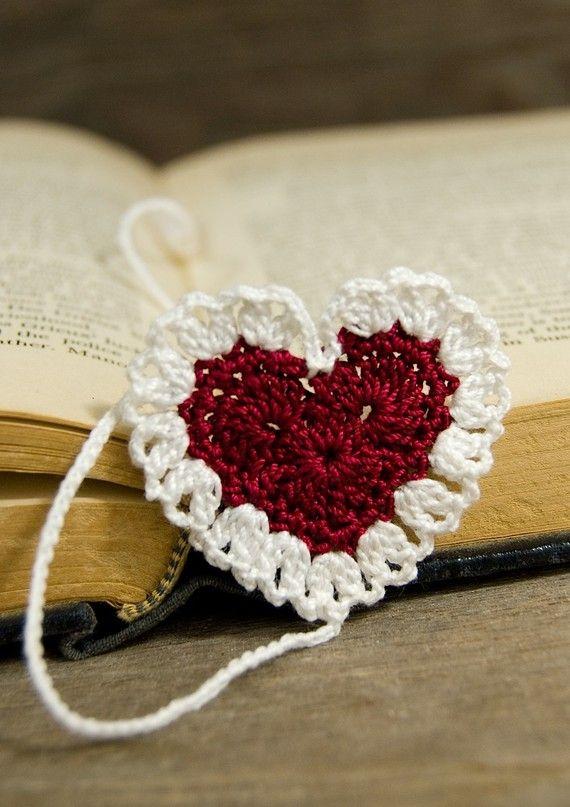 A crocheted bookmark.      ♪ ♪ ... #inspiration_crochet #diy GB         ❥Teresa Restegui http://www.pinterest.com/teretegui/ ❥