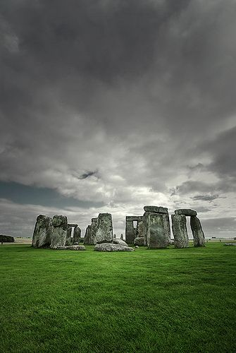 Stonehenge... Why didnt I go there when I was in England??? Oh well, now I'll have to go back so I can see it!