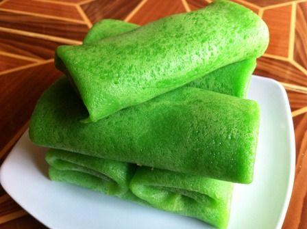 Kue dadar gulung adalah kue basah tradisional yang biasanya di jual di pasar tradisional. Kue