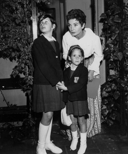Jean Simmons With Daughters Tracy Granger And Kate Brooks