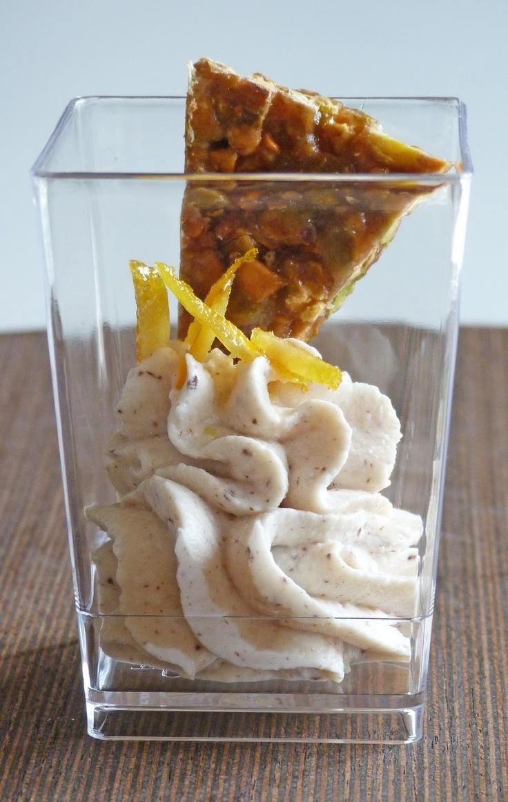 Bicchierino alla crema di ricotta, zeste di arancia e croccante di pistacch